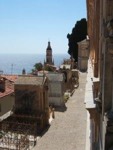 Choisir des musiques pour personnaliser un enterrement sur la Côte d'Azur
