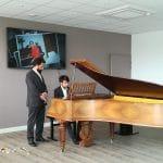 Un pianiste interprète quelques airs au crématorium